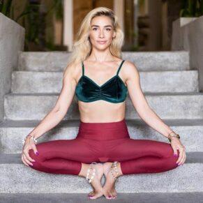 Andreea Ionita - Yoga therapist