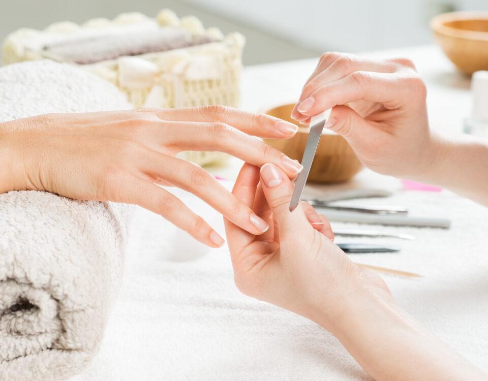 Gelul, acrylul sau manichiura semipermanentă ne distrug unghiile? 12