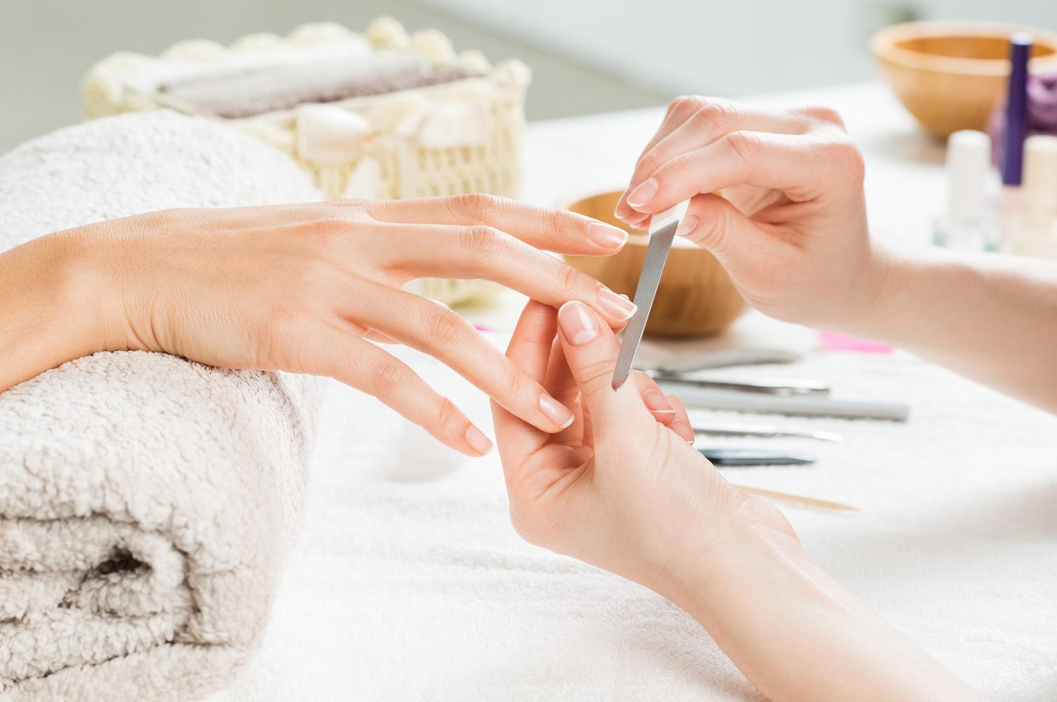 Gelul, acrylul sau manichiura semipermanentă ne distrug unghiile? 3