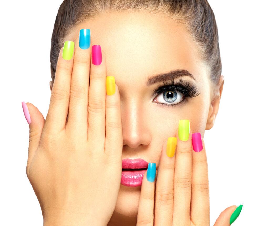 Cum alegem culoarea unghiilor în funcție de subtonul pielii? 2