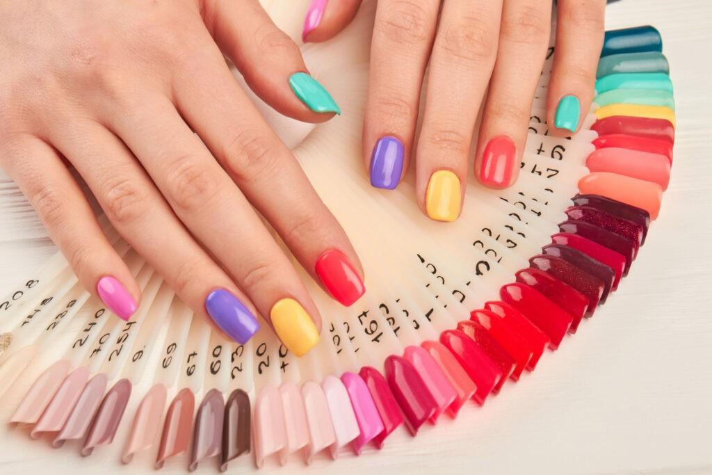 Cum alegem culoarea unghiilor în funcție de subtonul pielii? 14