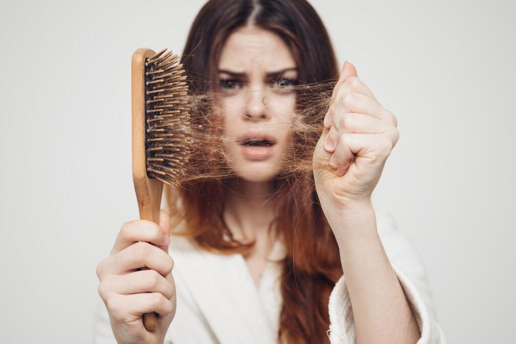 Cauze ale căderii părului 2