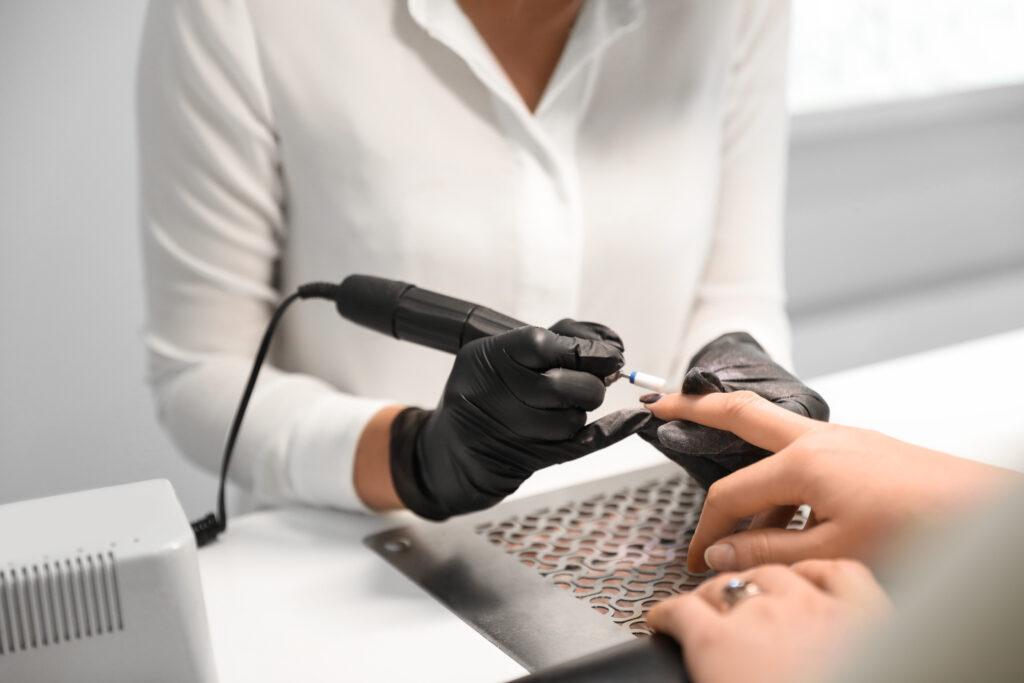 Cum au apărut manichiura și pedichiura hardware și cum ne ajută în prezent? 1