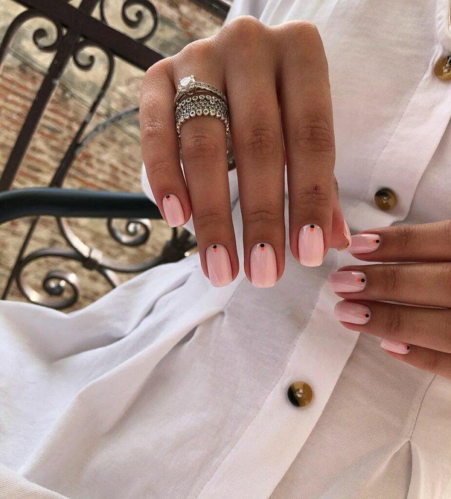 Care este diferența dintre o manichiură clasică și o manichiură de mireasă? 1