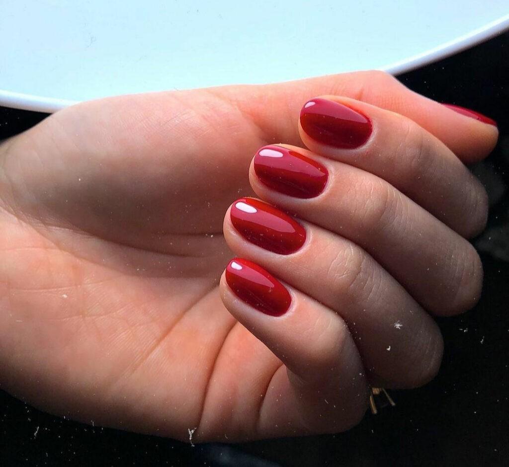 Care este diferența dintre o manichiură clasică și o manichiură de mireasă? 3