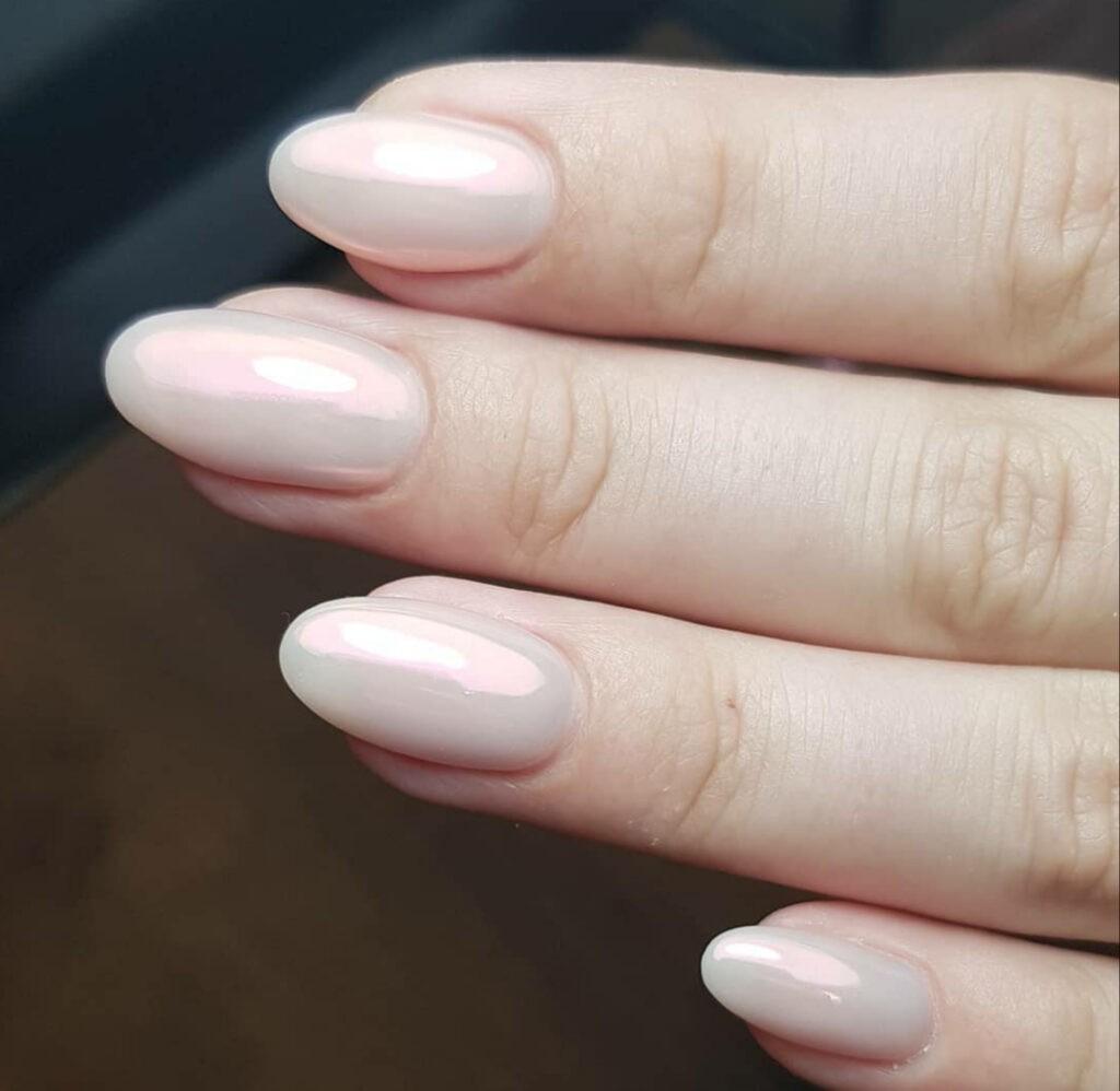 Care este diferența dintre o manichiură clasică și o manichiură de mireasă? 4