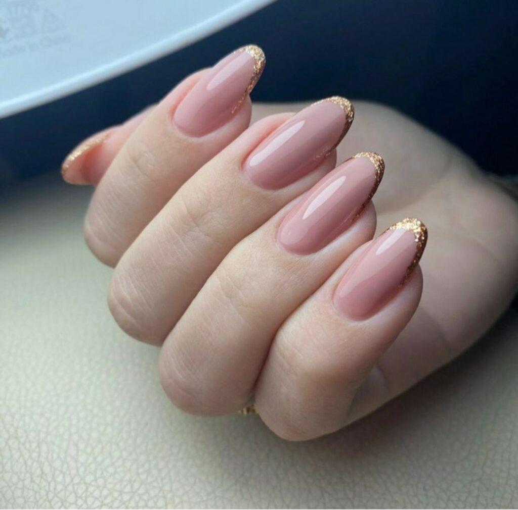 Care este diferența dintre o manichiură clasică și o manichiură de mireasă? 9